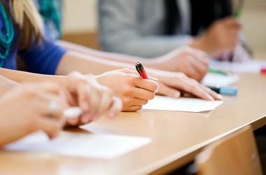 Херсонські школи, що отримують додаткові мільйони з міського бюджету, опинилися серед останніх за результатами ЗНО
