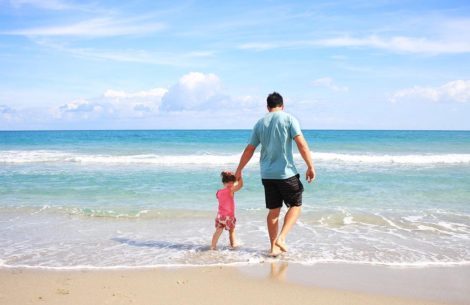 Власть Херсонской области отдала право на перевозки на морское побережье нелегалам