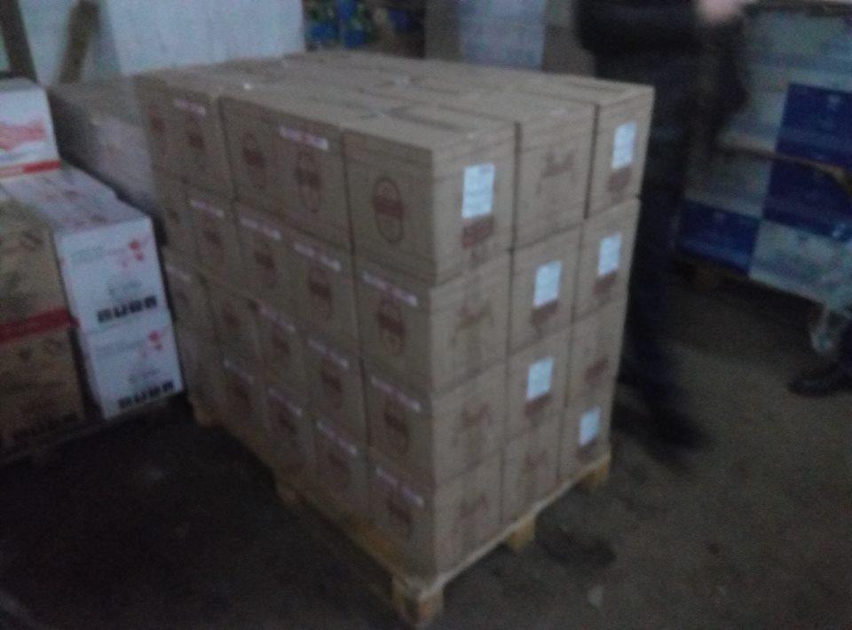 У Херсоні виявили 6420 літрів фальсифікованого вина відомих брендів