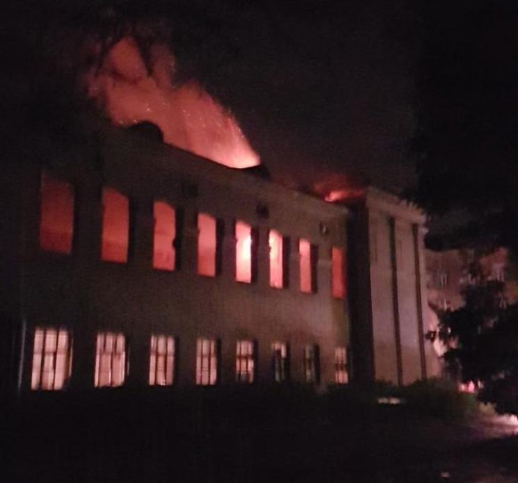 В Одесі вночі в будівлі Міноборони прогримів вибух та почалася масштабна пожежа
