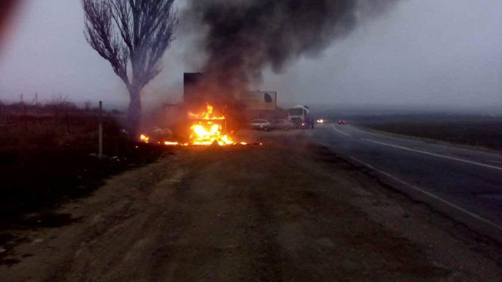 На одній із трас Херсонщини палає вантажівка