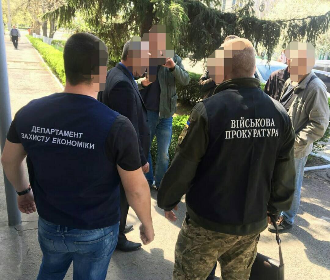 """У Миколаєві на хабарі попався чиновник ОДА, який раніше зазнав """"сміттєвої люстрації"""""""