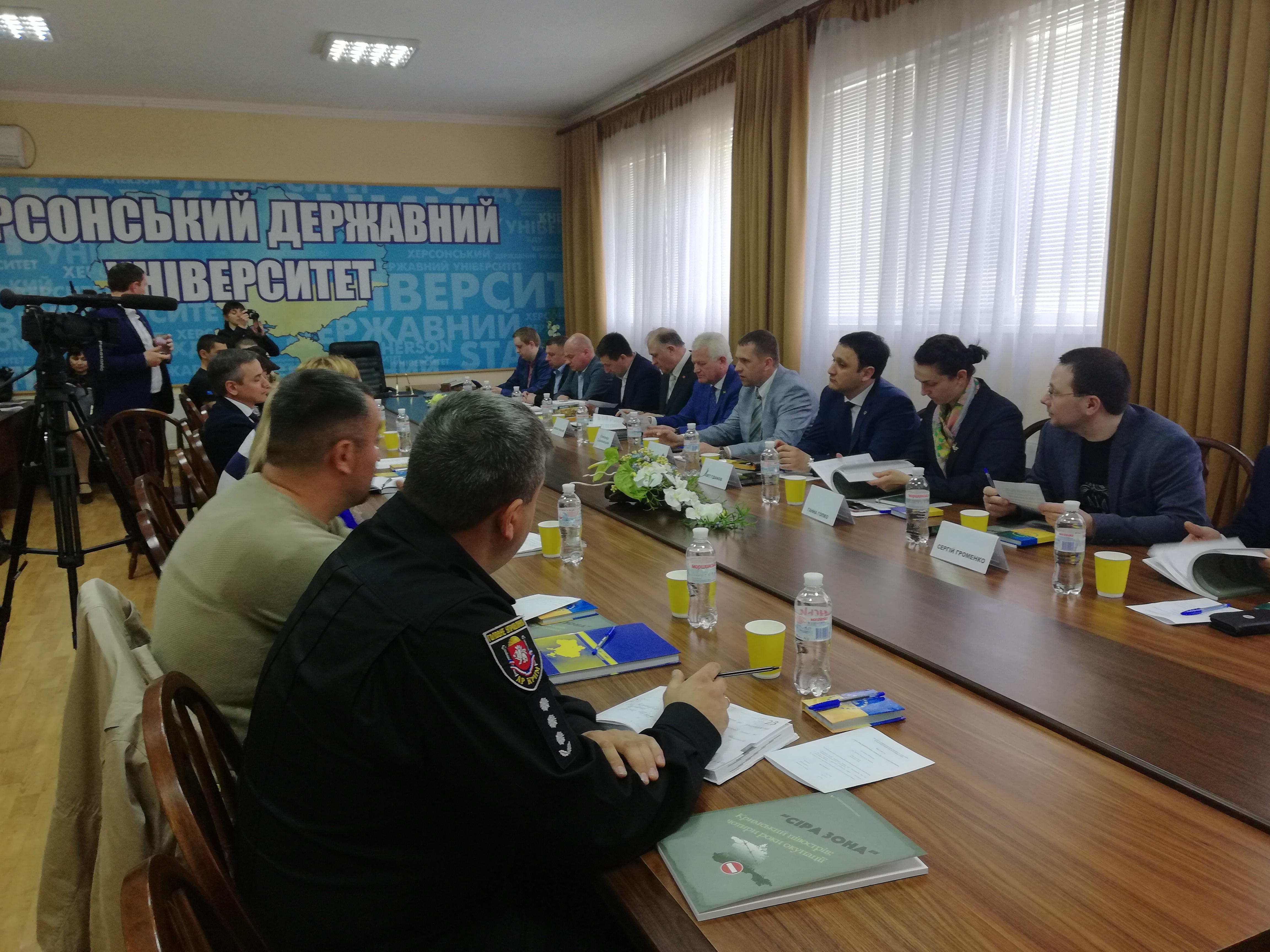 """У ХДУ пройшов круглий стіл """"Український Крим: минуле і сьогодення"""""""