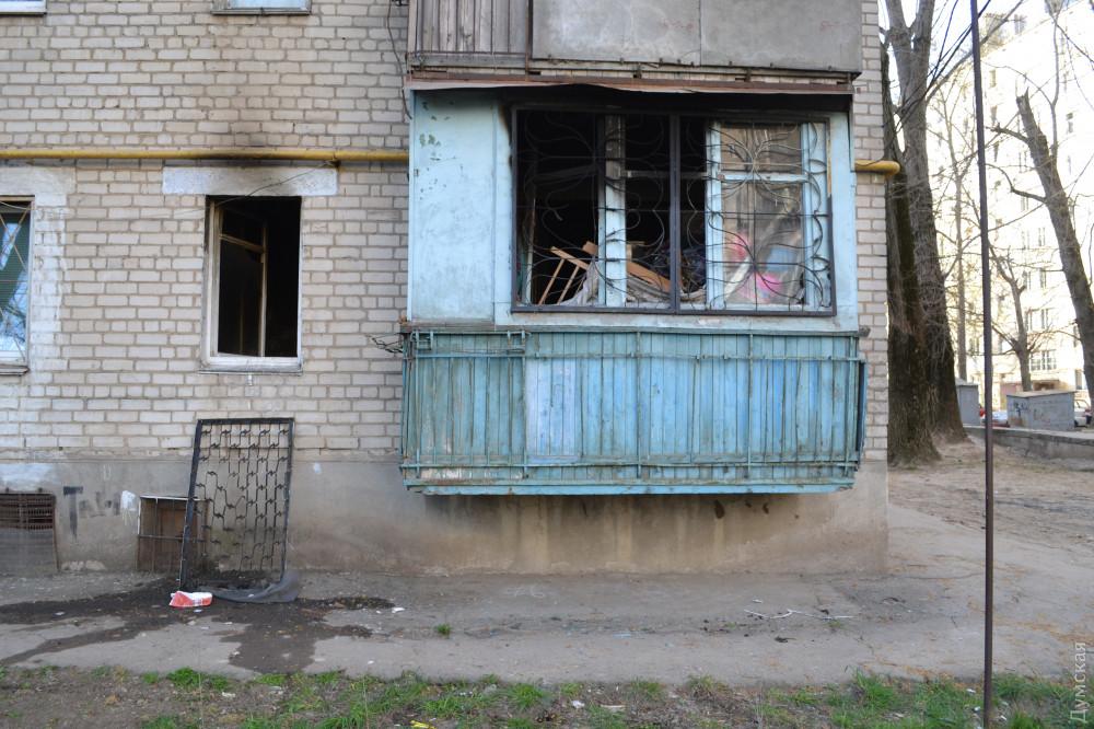 Во время пожара в одесской многоэтажке пострадали трое детей, 4-летняя девочка погибла