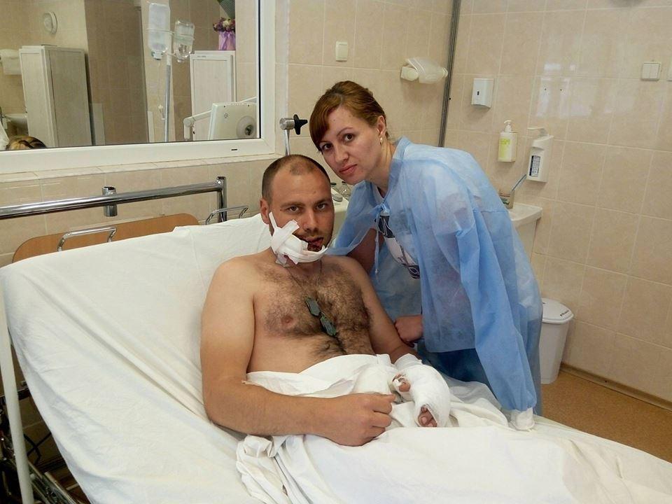 Запорожского бойца доставили санавиацией в больницу им. Мечникова: его ждёт операция после огнестрельного ранения лица