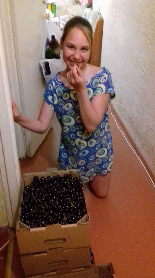 Херсонским детям с особенными потребностями подарили 280 кг черешен