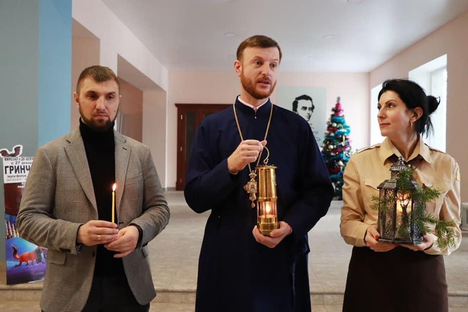 Віфлеємський вогонь отримали християнські громади та військові частини Херсонщини