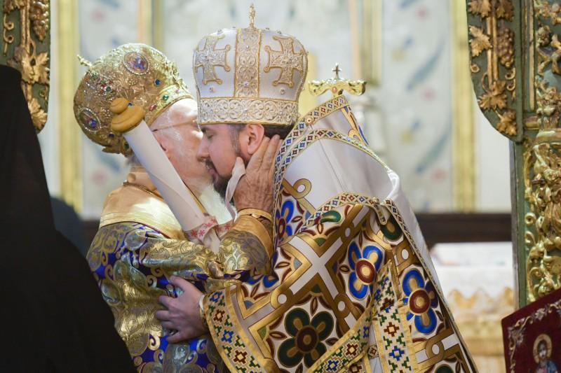 Автокефалію Православної церкви України проголошено. Томос – вручено