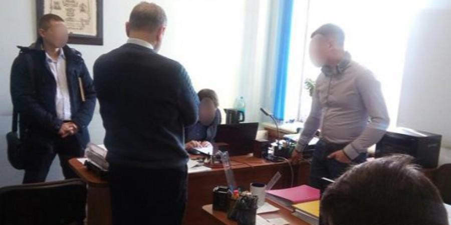 Розтрата коштів: до Миколаївської міськради прийшли з обшуком