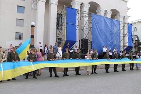 Найдовший Прапор з автографами бійців АТО й ООС з Херсонщини став новим рекордом України