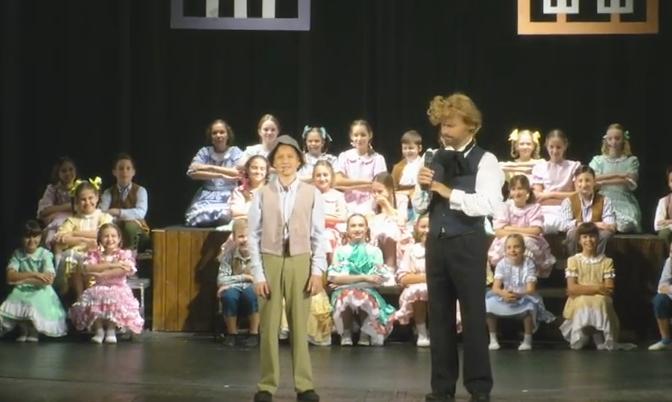 На сцені театру діти Школи гуманітарної праці презентували мюзикл «Пригоди Тома Сойєра»
