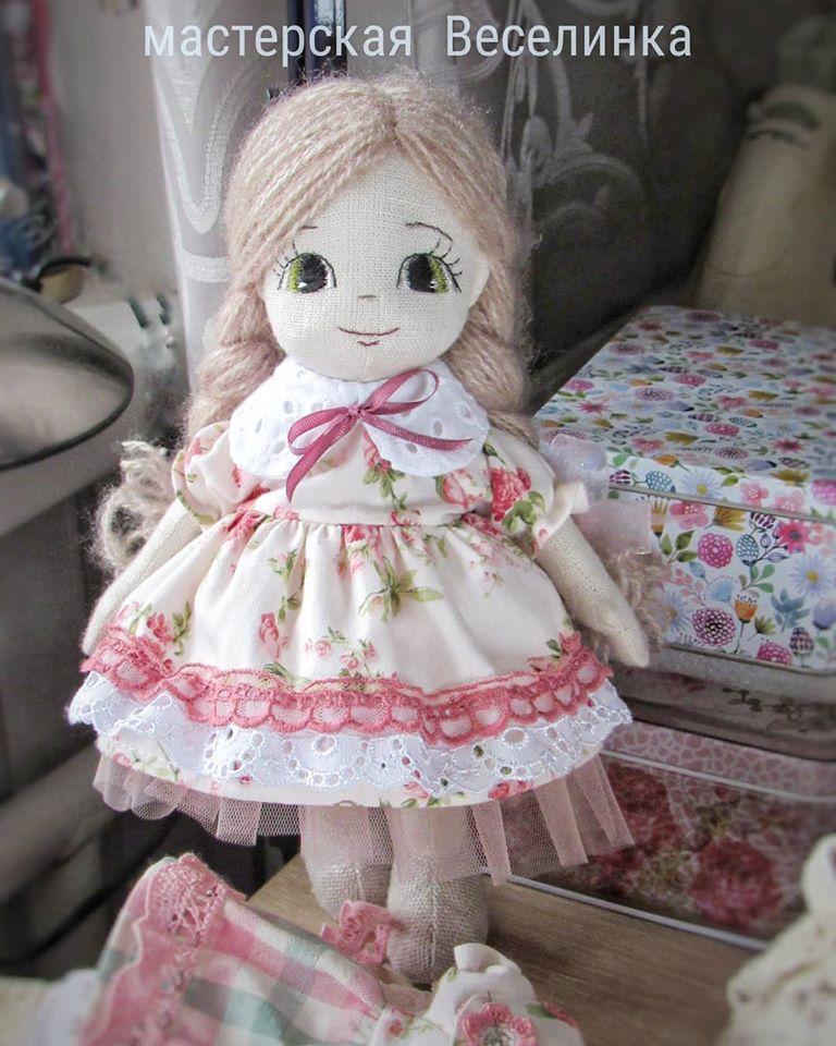 Майстриня з Херсонщини створює авторські ляльки з екоматеріалів (відео)