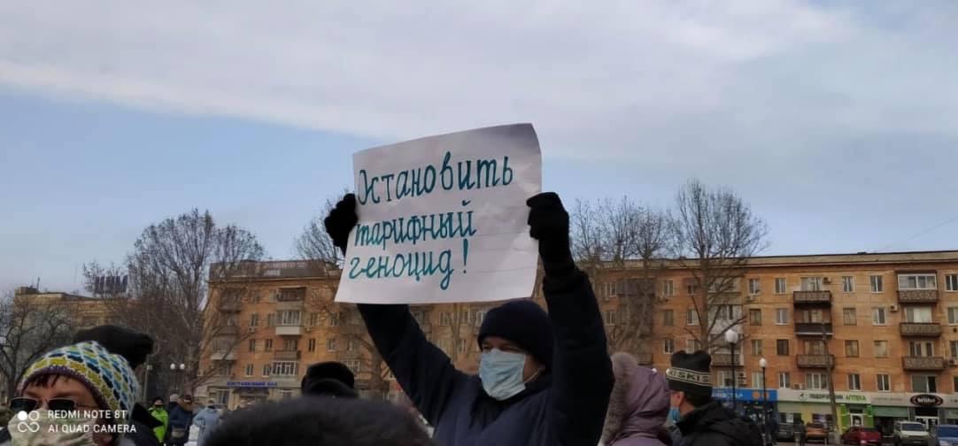 Біля Херсонської облдержадміністрації відбувся мітинг проти підвищення тарифів на газ та електроенергію