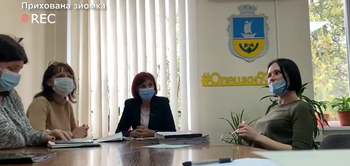 У Олешківській громаді відбувся конфлікт між адвокатом та представниками міськради (відео)