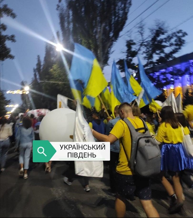 """Поліцейські попередили ДТП під час карнавальної ходи на фестивалі  """"Мельпомена Таврія"""" (відео)"""